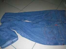 Jeans levi's ukuran 32