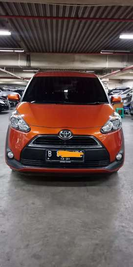 Toyota Sienta V Automatic Oranye Metalik 2016 TDP 15 Juta
