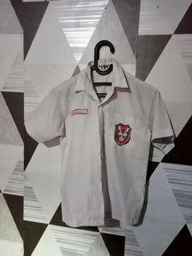 Baju seragam sekolah