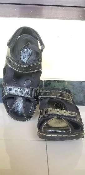 Sepatu sandal Donatello