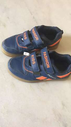 Kids light shoes with charger