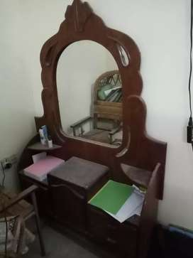 Fashion table with mirror for ladies