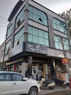 Showroom for sale @Rs. 1.10 cr.