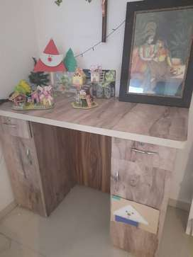 Study table excellent condition for sale in kharadi..