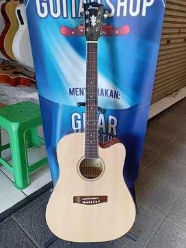 Gitar akustik singkat