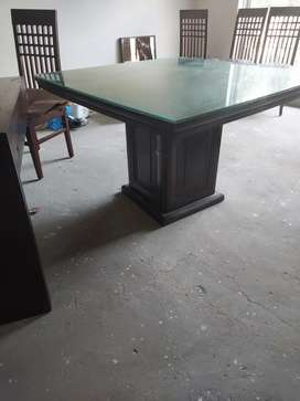 Dinning table for four without chairs