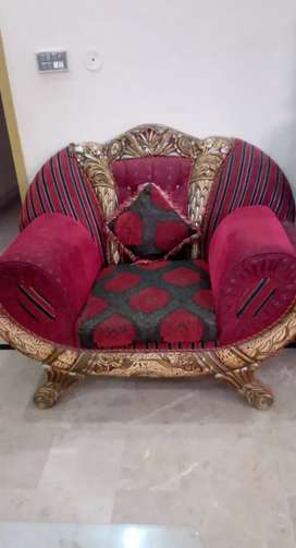 Five seater luxury sofa set with 5 cushions