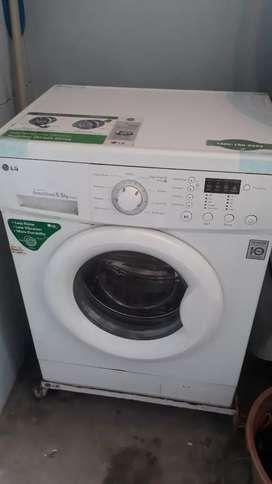 LG front loading washing machine, fully automatic.
