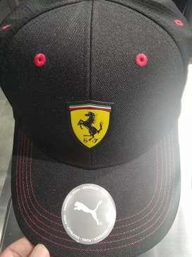 Topi Ferrari merk Puma warna hitam