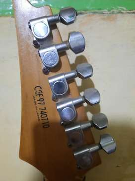 Gitar listrik( bekas pemakaian jamrud)