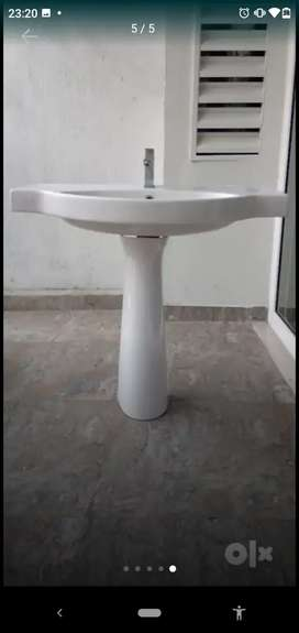 CERA Washbasin with stand and Jaquar fittings