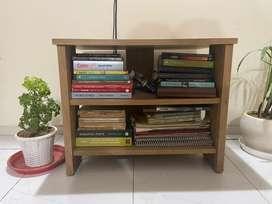 Small bookshelf in wonderful condition