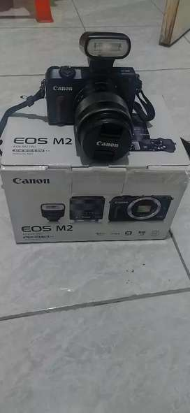 Canon eos M2 Like new