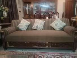 Brown coloured 5 seater sofa set
