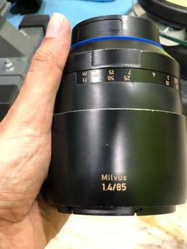 Canon lens full kit can be used for sony also with adapter