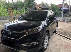 Mobil CR-V warna hitam