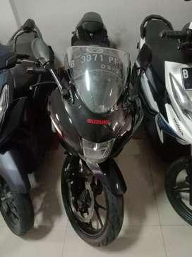 Suzuki gsx 150 r hitam bisa kredit dp 2.8 jt