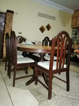 Dining table - 6 persons capacity