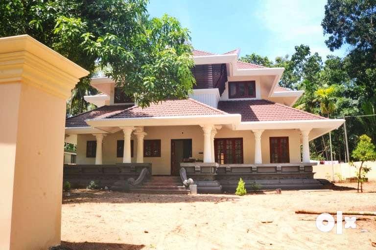 Traditional Kerala style- 4BHK (16 cent), near Vattakad Temple 0