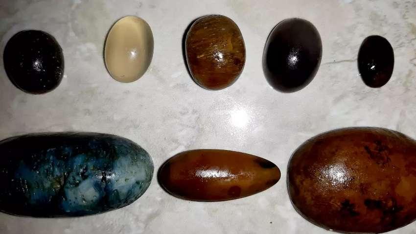 Delapan Koleksi Batu Natural Butuh Uang