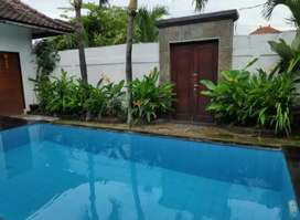 Disewakan rumah semi villa furnish ada pool dikerobokan