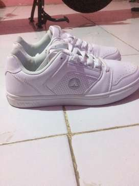 Dijual cepat sepatu airwalk warna putih