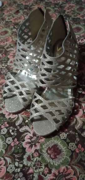 Heel shoes size 11