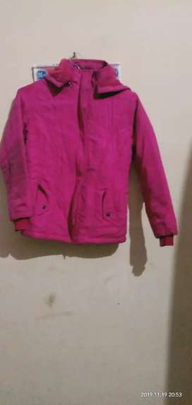 Age 3-6, heavy jacket,colour-pink, 2pocket, disattachable cap