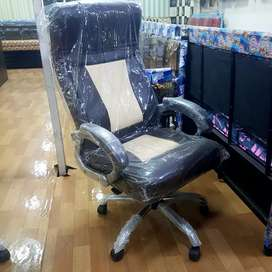New revolving office boss chair in direct factory price.