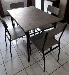 1 Set meja makan  Informa
