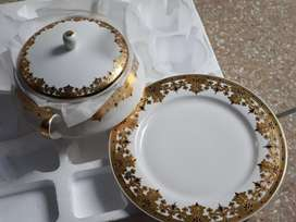 Bone imported diner set 61 pieces with 1 carot gold filing