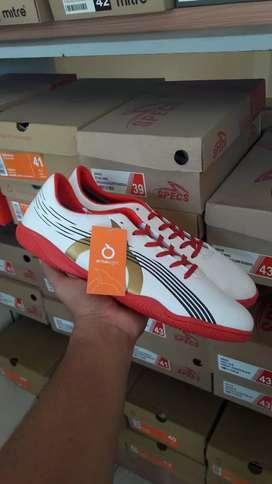 sepatu futsal ortuseight horizon in