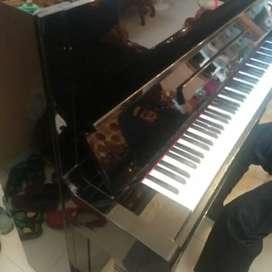 Piano Yamaha U1 H bagus