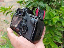 canon 5d mark ii 10/9 Condition only contact on whatsupp