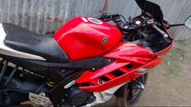 Yamaha r15 v2, Red with white, Good condition.