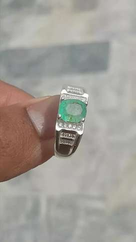Very Beautiful Natural Emrald in pure 925 Silver Ring