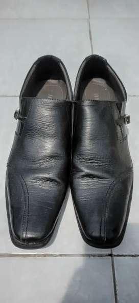 Sepatu Java Seven Hitam