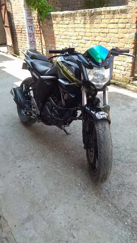 Yamaha fzs version 2.0 2017 model.. Mint condition..no problem at all