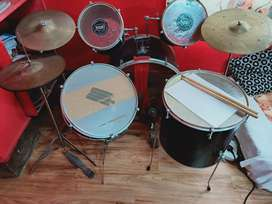 A complete drum set ( Single Pedal)