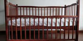 Foldable baby crib with mattress