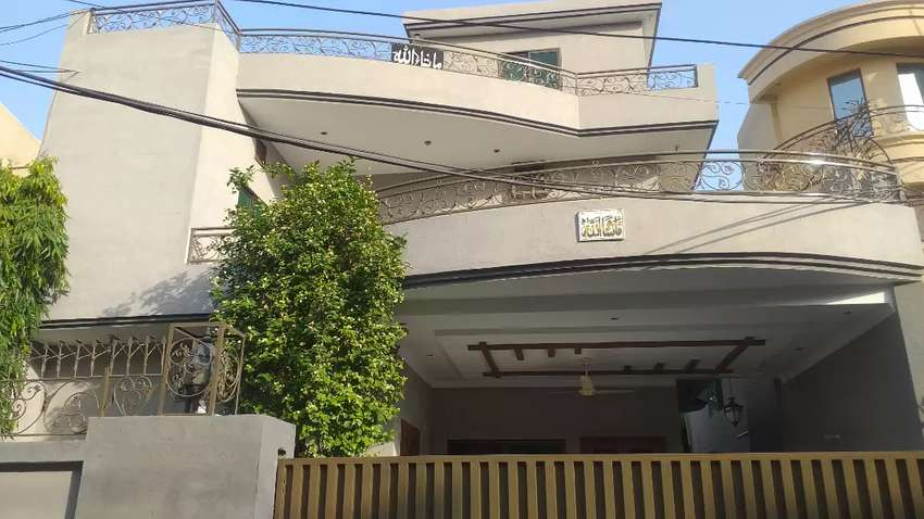 House 1st floor available for a small family in Gulberg II Lahore 0