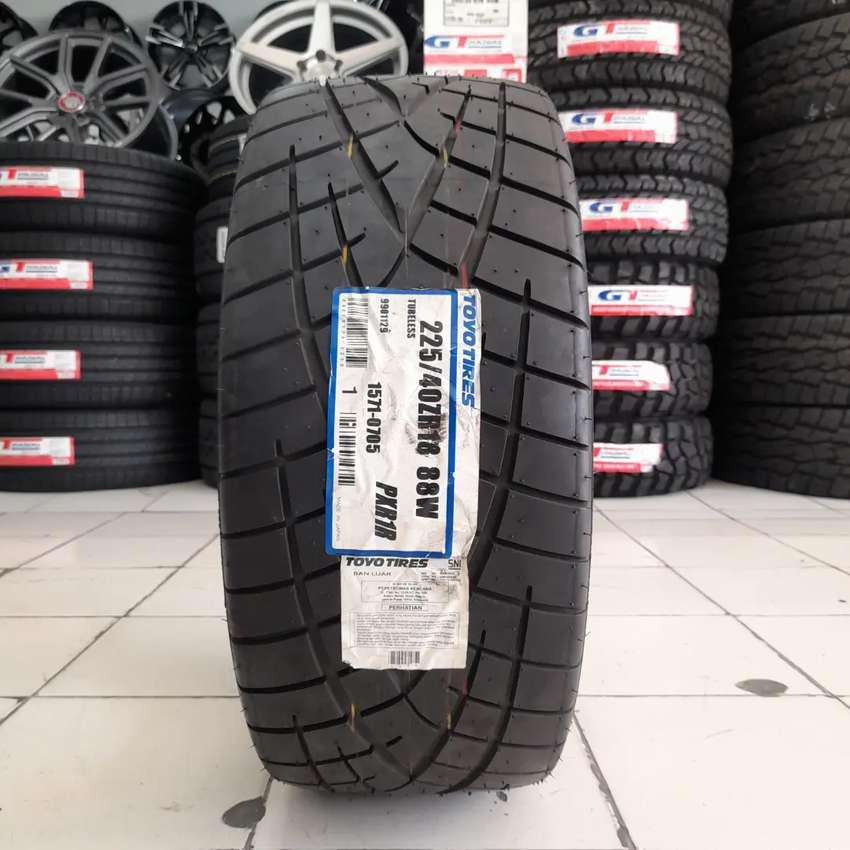 Toyo tires 225/40 R18 PXR1R. B/u mobil mercy BMW accord civic 0