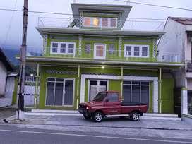 Disewakan bangunan usaha bertingkat pinggir jalan raya di Kledung