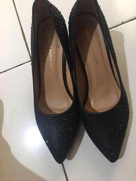 Sepatu hils ukuran 39 warna hitam merk yongki komaladi