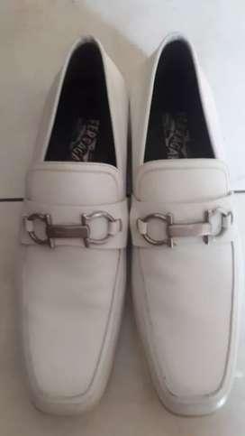 di jual sepatu asli original ferragolamo italia  kondisi 95 %