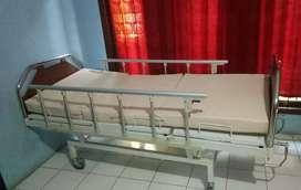 Tempat tidur pasien lengkap