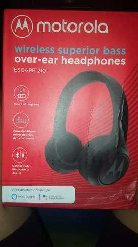 Motorola wireless superior bass over-ear headphones