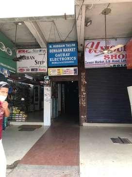 Dewan market 4ta shop khali ase
