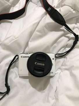 Canon EOS M10 15-45mm Kamera Mirrorless Putih