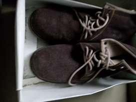 Sepatu boot suede beludru